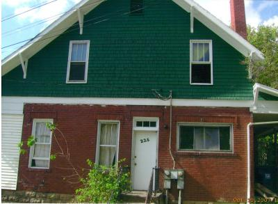 225 Third St 3 Bedroom Apartment within House $1020